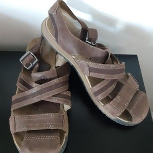 Merrell closed toe Buckle sandal size 14 hiking